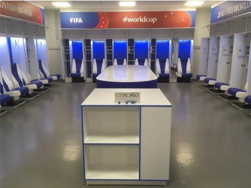 サッカー日本代表のロッカールーム、使用後 (@priscillaboca)