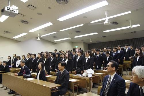 開講式に臨んだ学生