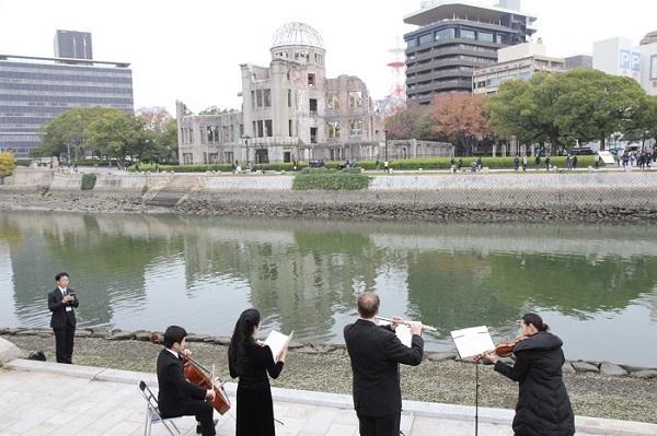 元安川テラスで開催された原爆死没者慰霊コンサート