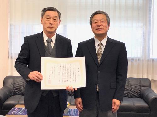 グループ代表 横山新教授と研究科長 加藤純一教授