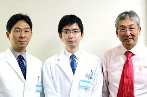 米田診療科長、佐川医師、木内病院長(左から)