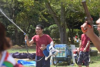 水かけ祭りでの岡野さん