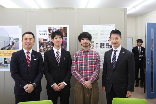 両知事とボランティア報告をした学生