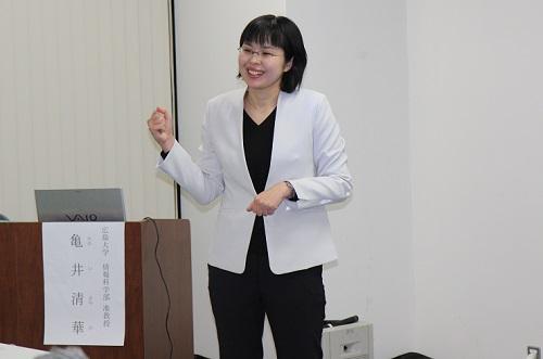 第2回タマチラボで講演する亀井准教授