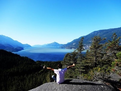 カナダの大自然をバックに。 カナダ留学の経験があるから、インドも怖くない!