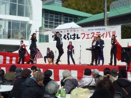 音楽・ダンスを披露する留学生