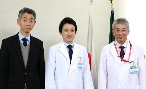 丸山診療科長、音成助教、木内病院長(左から)