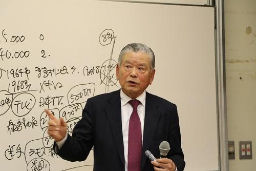 Jリーグ初代チェアマンの川淵三郎氏が講演しました