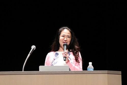 オペラ歌手の中丸三千繪氏が講演 「夢をかなえるためには努力と『自分 ...