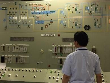 (排水処理設備の監視盤の写真)