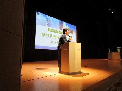 司会の折橋先生の写真