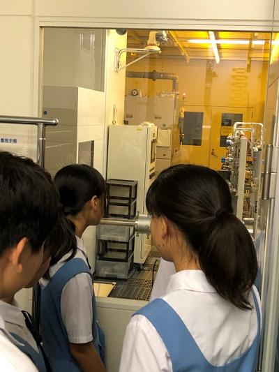 黒木伸一郎教授から、ここで10 ナノメートルくらいの半導体デバイスも作っていると伺いました。
