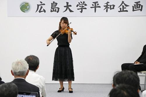 学生によるバイオリン演奏