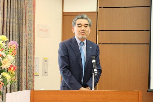رئيس الجامعة الدكتور ميتسو أوتشى يفتتح الندوة .