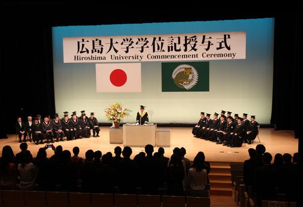 令和元年广岛大学秋季学位授予室如期举行