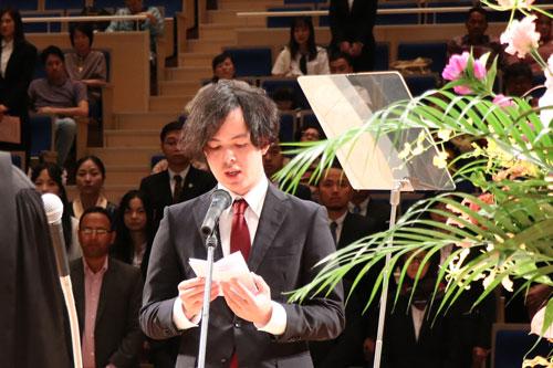 毕业生代表发表谢词