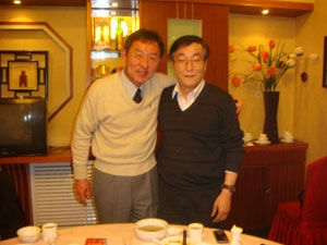 夕食会で学部長(学院長(右))との記念撮影