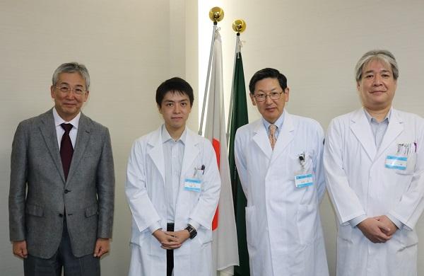 左から木内病院長、高尾医師、服部診療科長、藤高講師