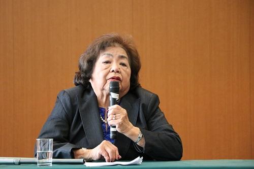 Ms. Setsuko Thurlow delivering a lecture