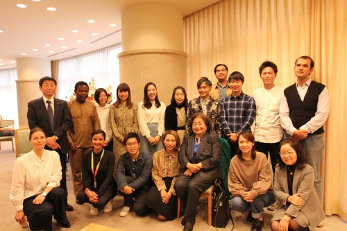 Commemorative photo with students