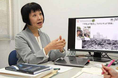 広島大学平和センターのファン・デル・ドゥース・瑠璃准教授