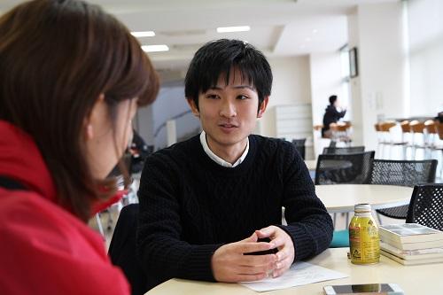 インタビューに応じる古木さん