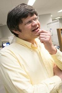 Hofmann副教授在介绍广岛大学的优势