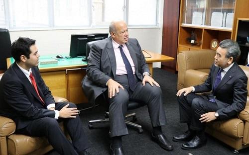لقاء مع الرئيس أوتشى وعلى اليسار السيد عمرو الإبن الأكبر للسيد رشوان