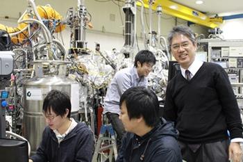 木村教授と研究室のメンバー
