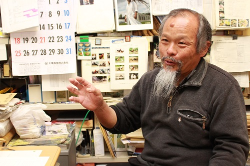 Professor Tsudzuki talking about his works on creating a world-class variety of unique Japanese chicken.