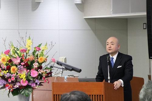 講演する片山大使
