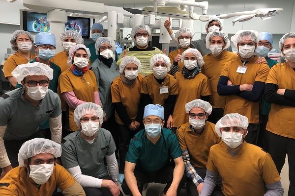 صورة تذكارية بعد الانتهاء من التدريب العملى في غرفة العمليات