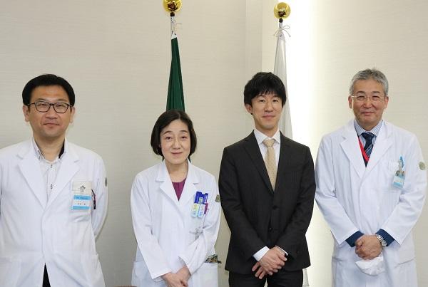 左から栗栖准教授、中野診療科長、丸橋准教授、木内病院長