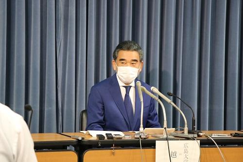 El Presidente Ochi durante la conferencia de prensa