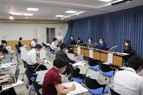 Conferencia de prensa en el Ministerio de Educación, Cultura, Deportes, Ciencia y Tecnología