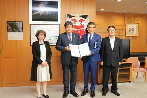 تقرير إلى السيد كوايتشى هاجى أودا وزير التعليم والثقافة والرياضة والعلوم والتكنولوجيا