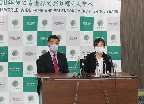 記者説明会の様子(左から関矢教授、木村さん)