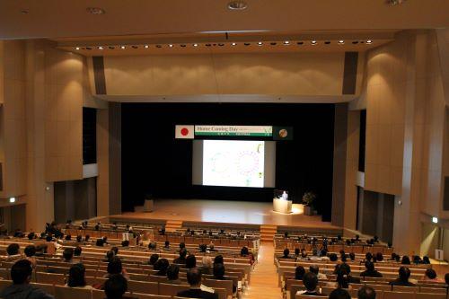福冈伸一先生正在发表演讲