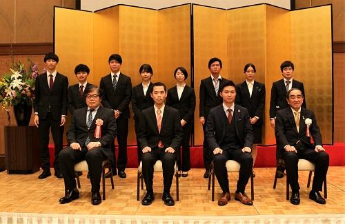 集合写真 菅原さんは前列左から2番目