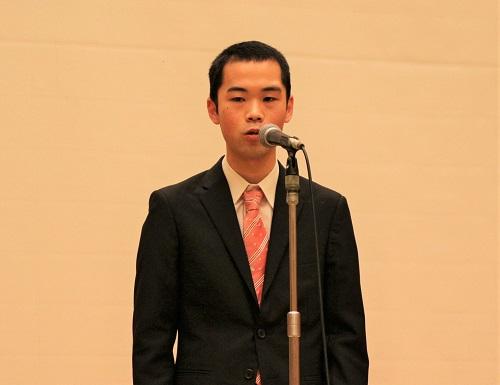 スピーチをする菅原さん