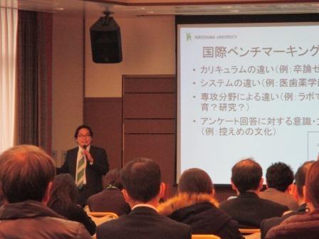 写真:講演する渡邉教授