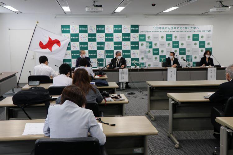 東広島市役所で行われた記者会見