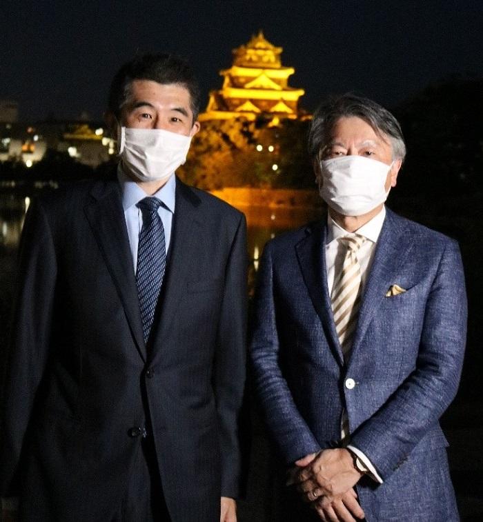 協賛いただいた村上農園の村上社長(右)と小児科の岡田教授