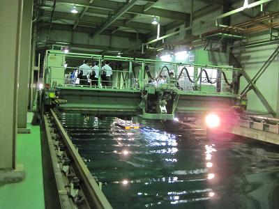 曳航水槽実験棟3