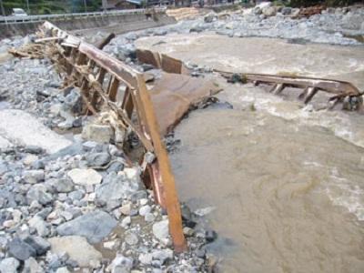 2009.8.9豪雨によるトラス橋の流橋