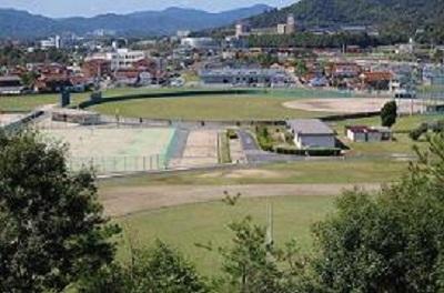 手前から、陸上競技場・テニスコート(オムニ4面・クレー8面)・野球場