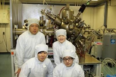 研究室の学生との集合写真