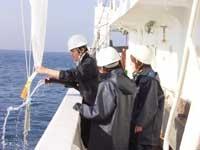 練習船を利用した海洋観測実習(プランクトン採取)