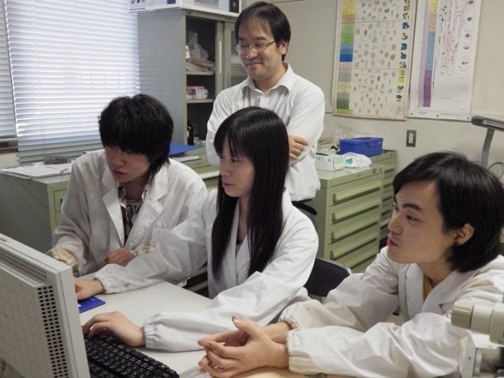 写真:高橋先生の研究室の様子1