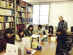 仏文研究室の風景